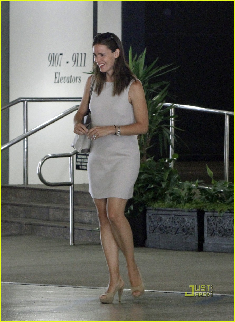 jennifer garner business meeting 042569212