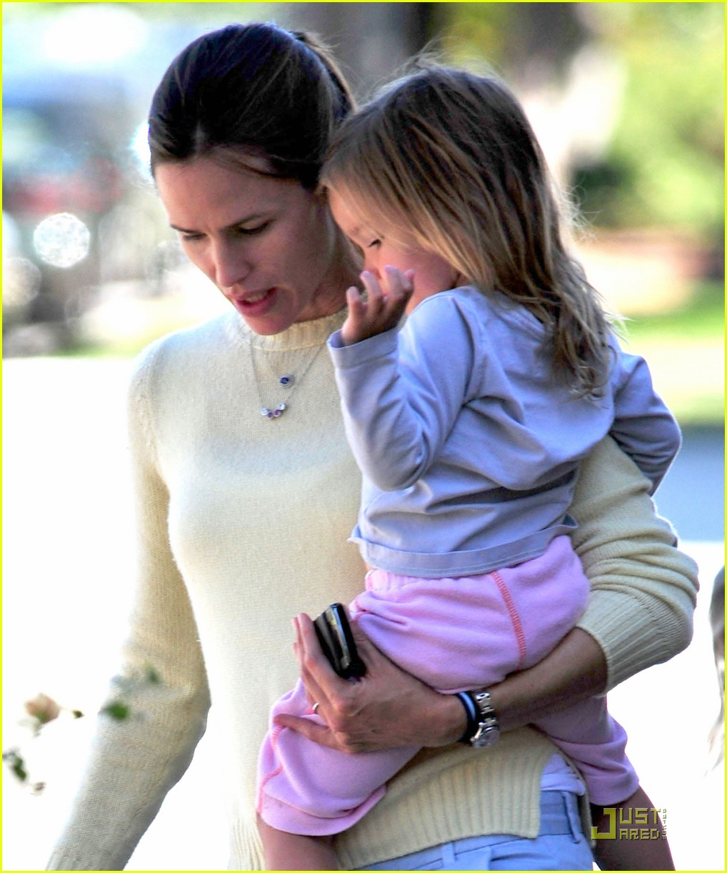 jennifer garner seraphina pizzar 06