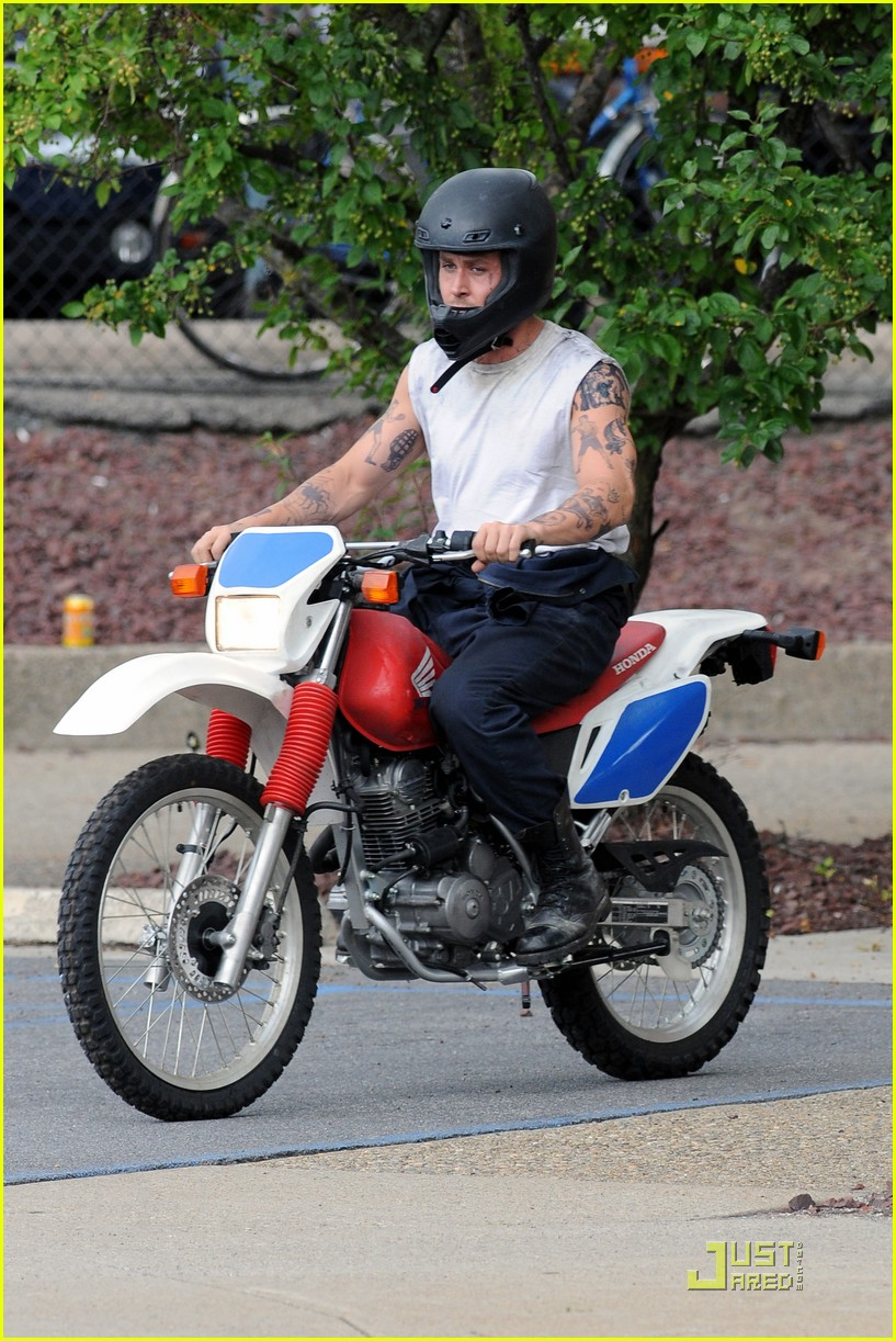 ryan gosling motorcycle pines 012568690