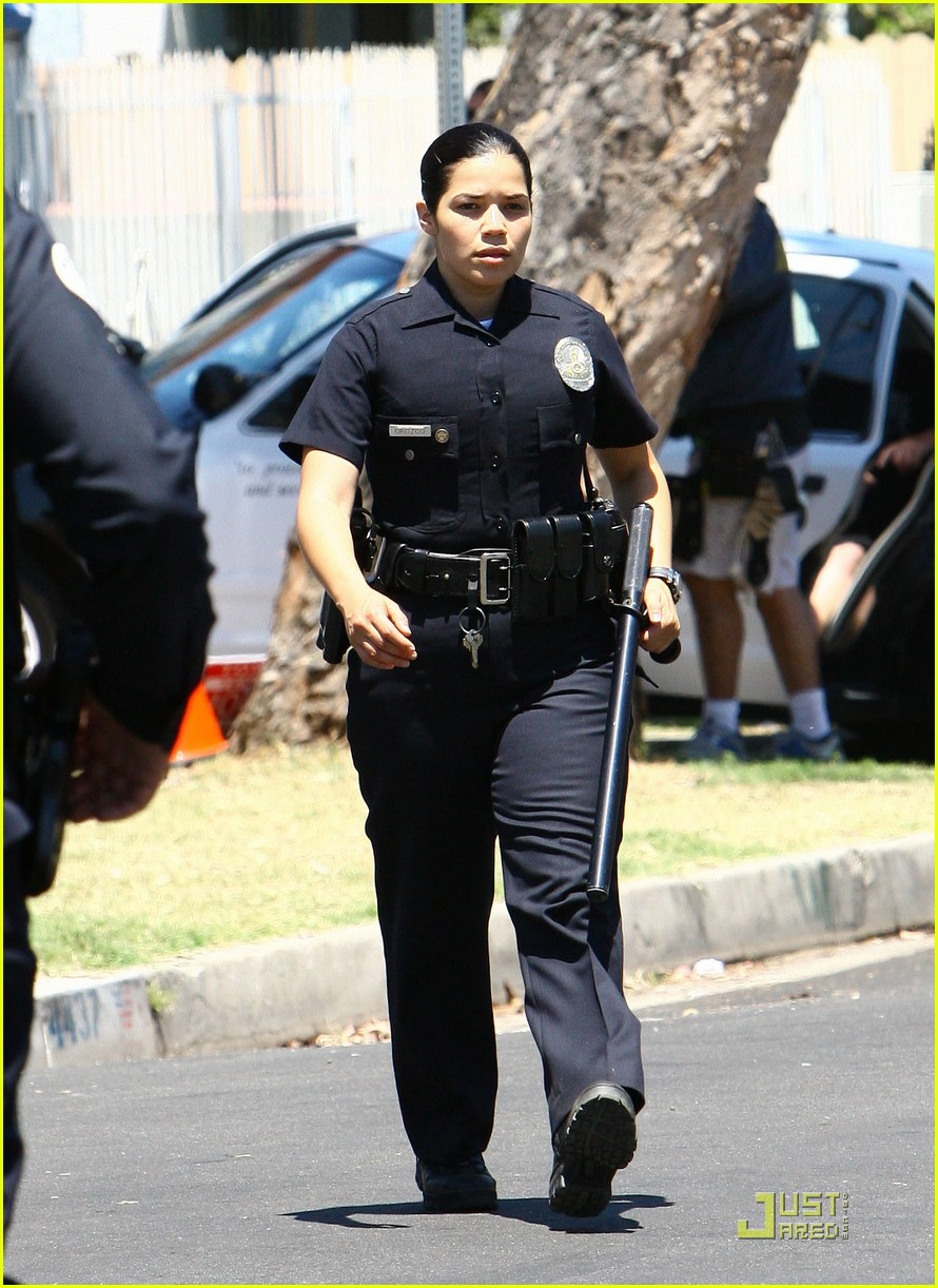jake gyllenhaal end of watch with america ferrera 052566405
