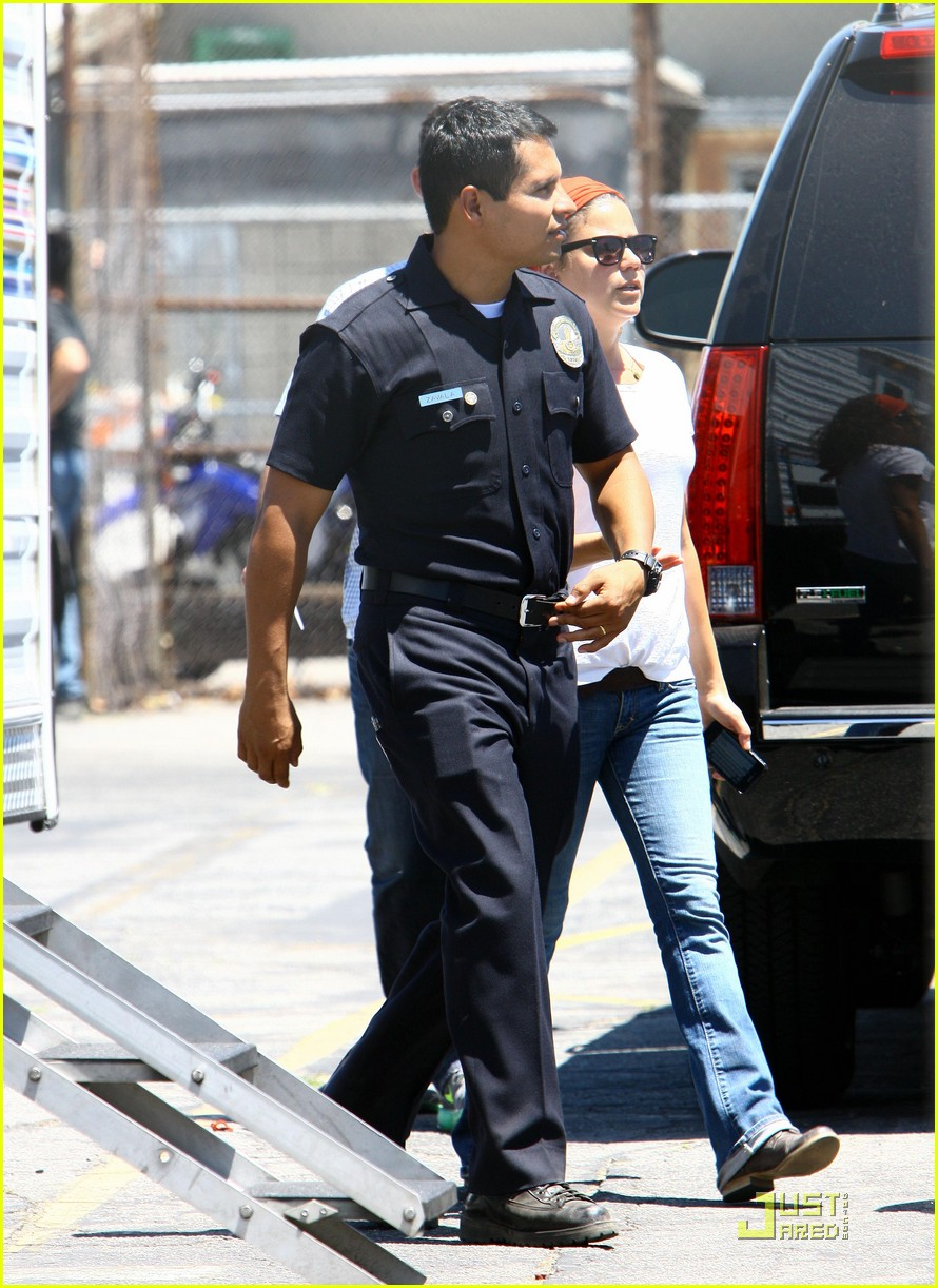 jake gyllenhaal end of watch with america ferrera 132566413