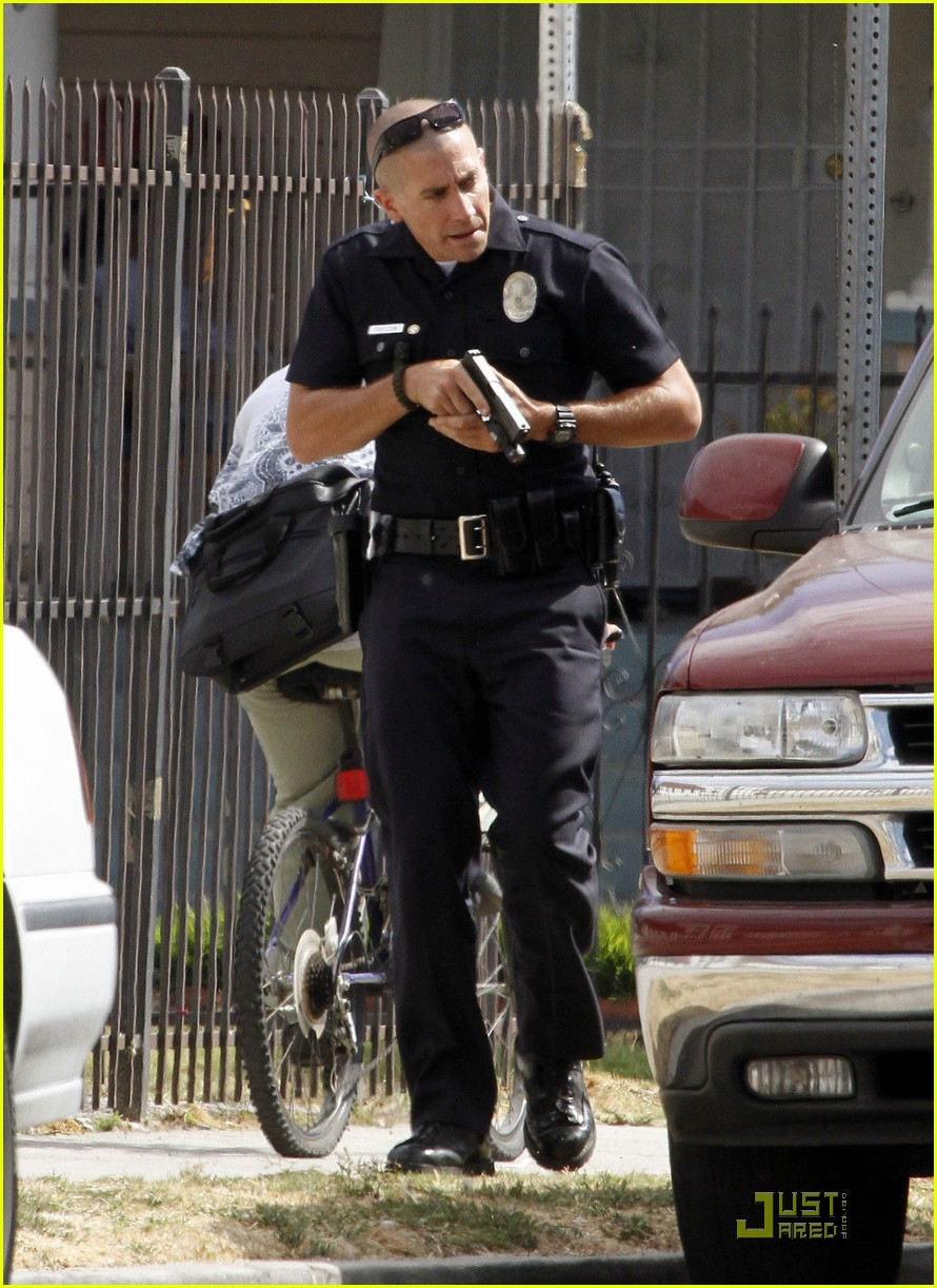 jake gyllenhaal guns out for end of watch 11