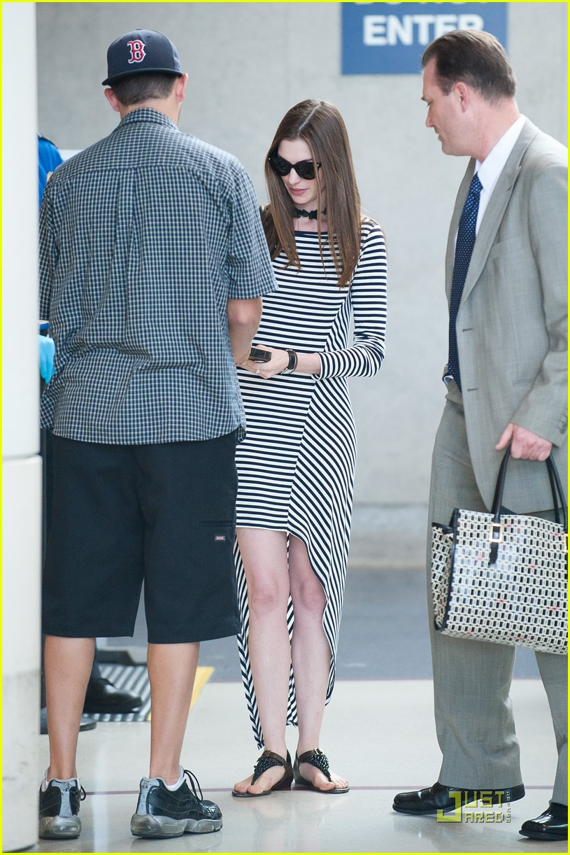 anne hathaway lax arrival 062570613