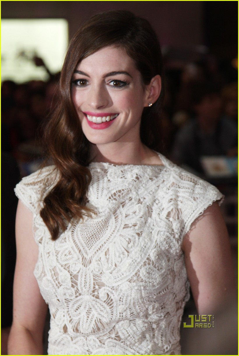 anne hathaway jim sturgess one day london premiere 04