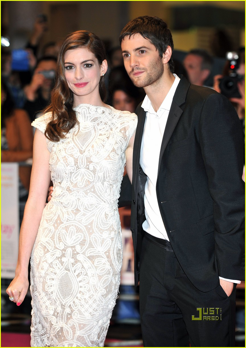 anne hathaway jim sturgess one day london premiere 12