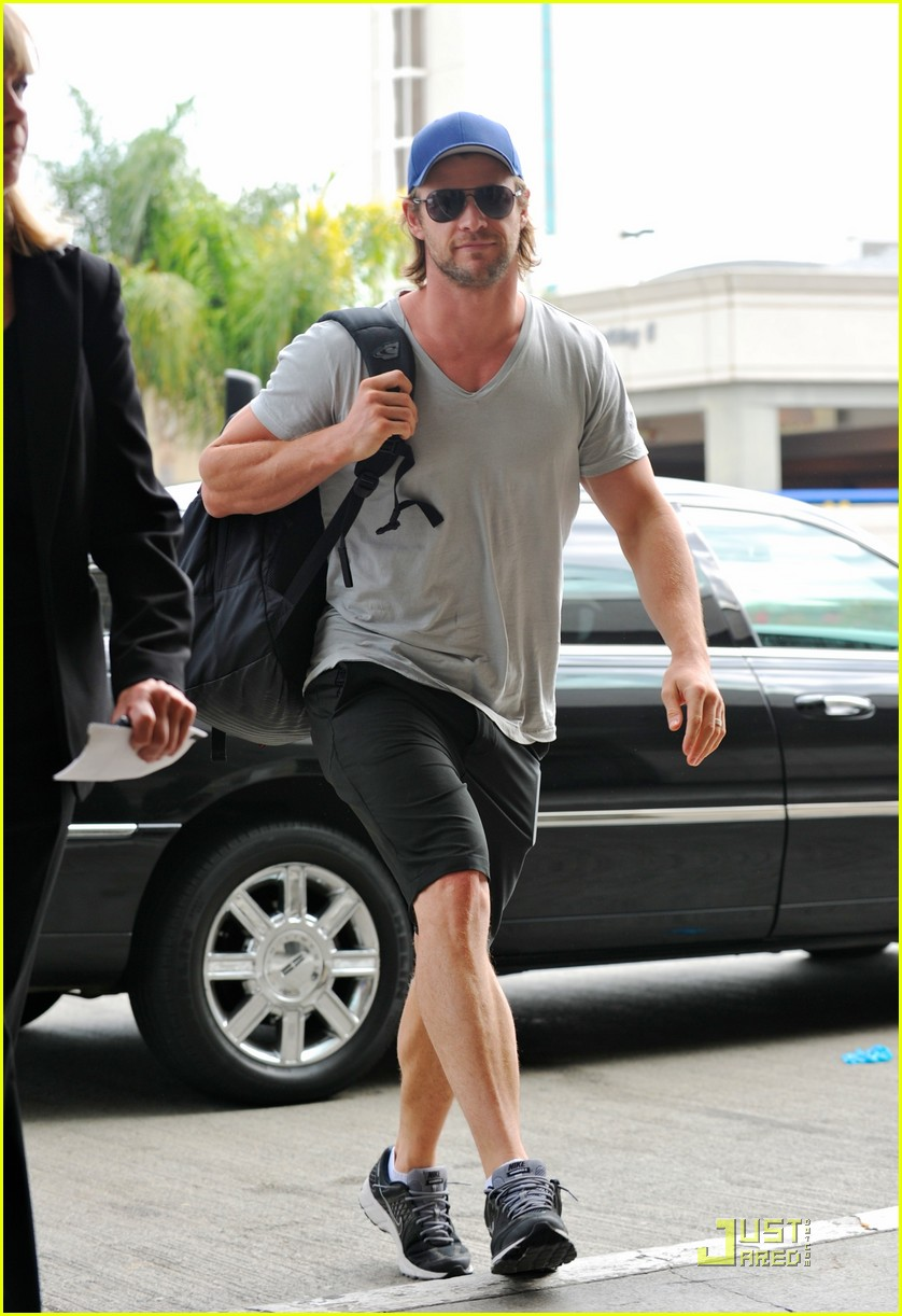 chris hemsworth avengers teaser clip released 012565407