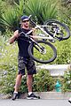 chris hemsworth biking santa monica 07