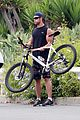 chris hemsworth biking santa monica 08