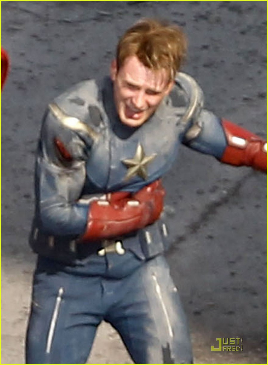 chris hemsworth chris evans avengers 032571558