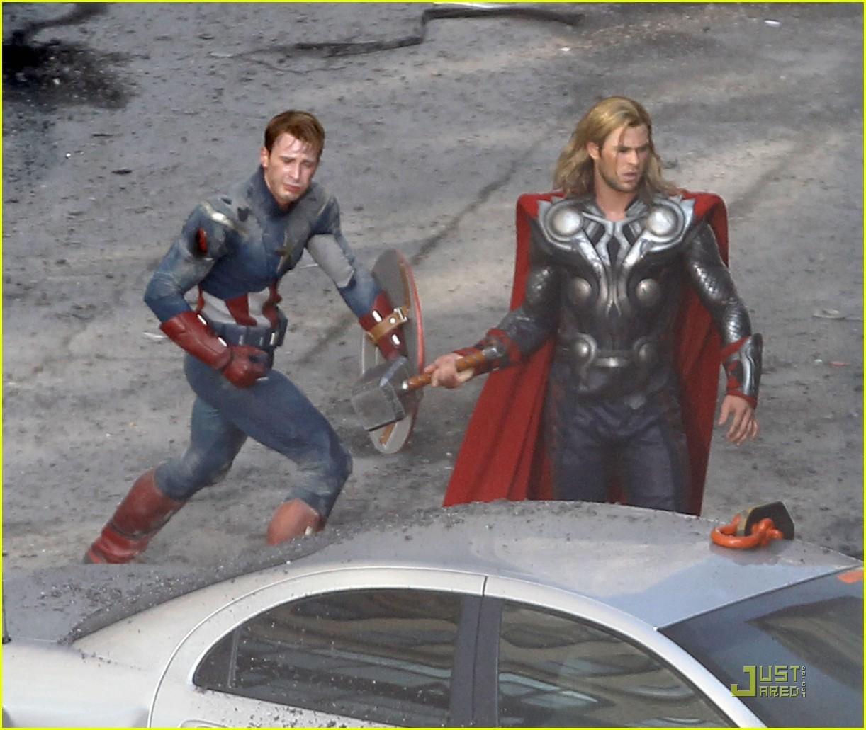 chris hemsworth chris evans avengers 042571559