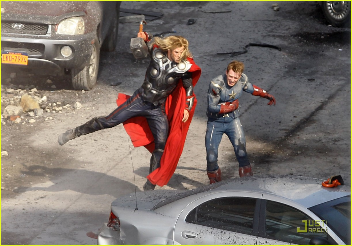 chris hemsworth chris evans avengers 052571560