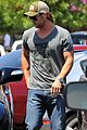 chris hemsworth elsa pataky whole foods 01