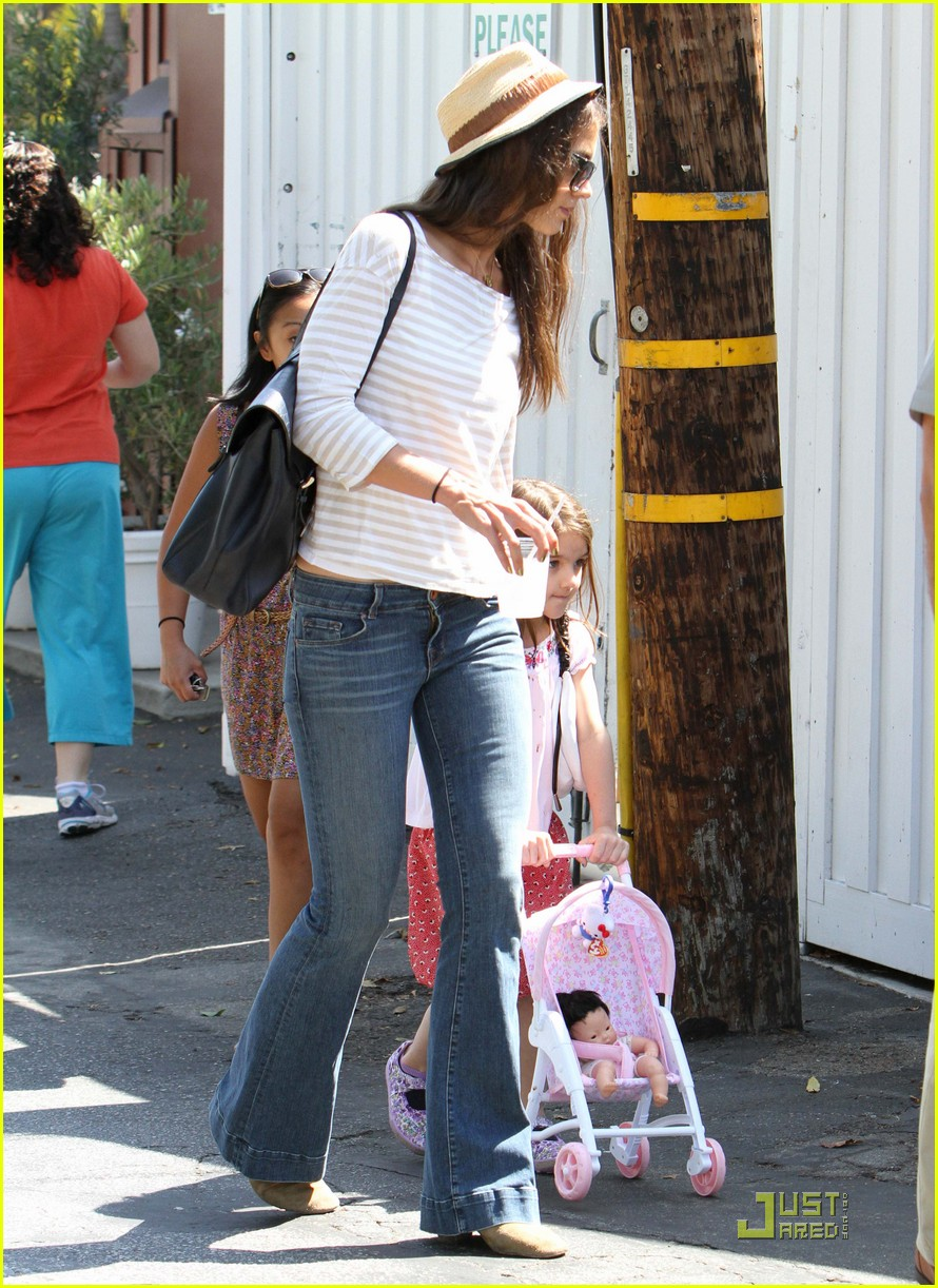 katie holmes suri is my style critic 102567514
