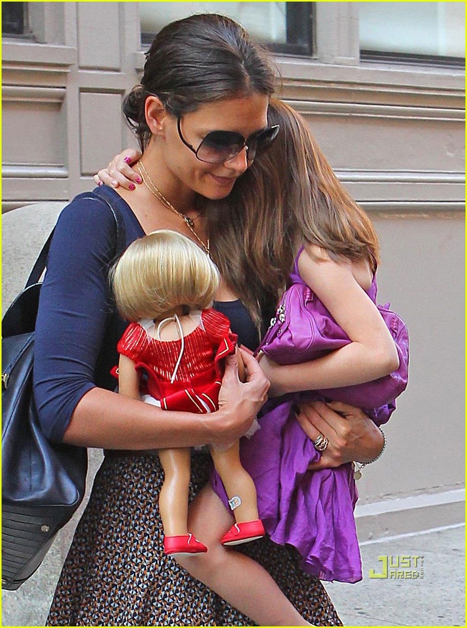 Katie Holmes Nyc With Suri And A Baby Doll Photo 2570934