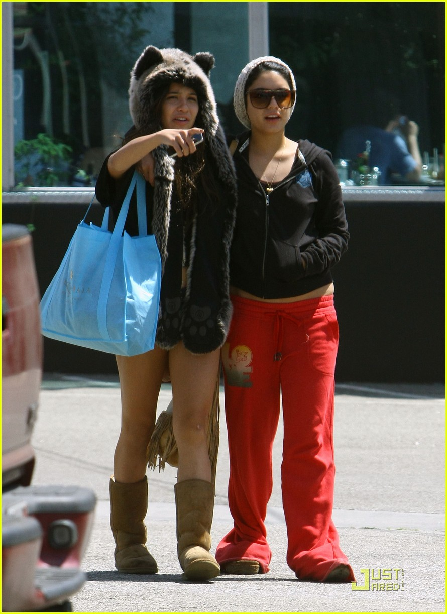 vanessa hudgens jinkys cafe with stella 102565517