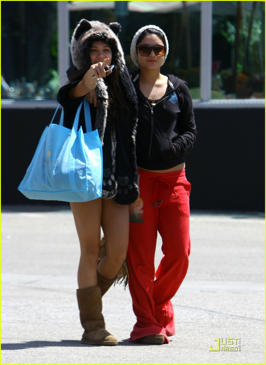 vanessa hudgens jinkys cafe with stella 112565518