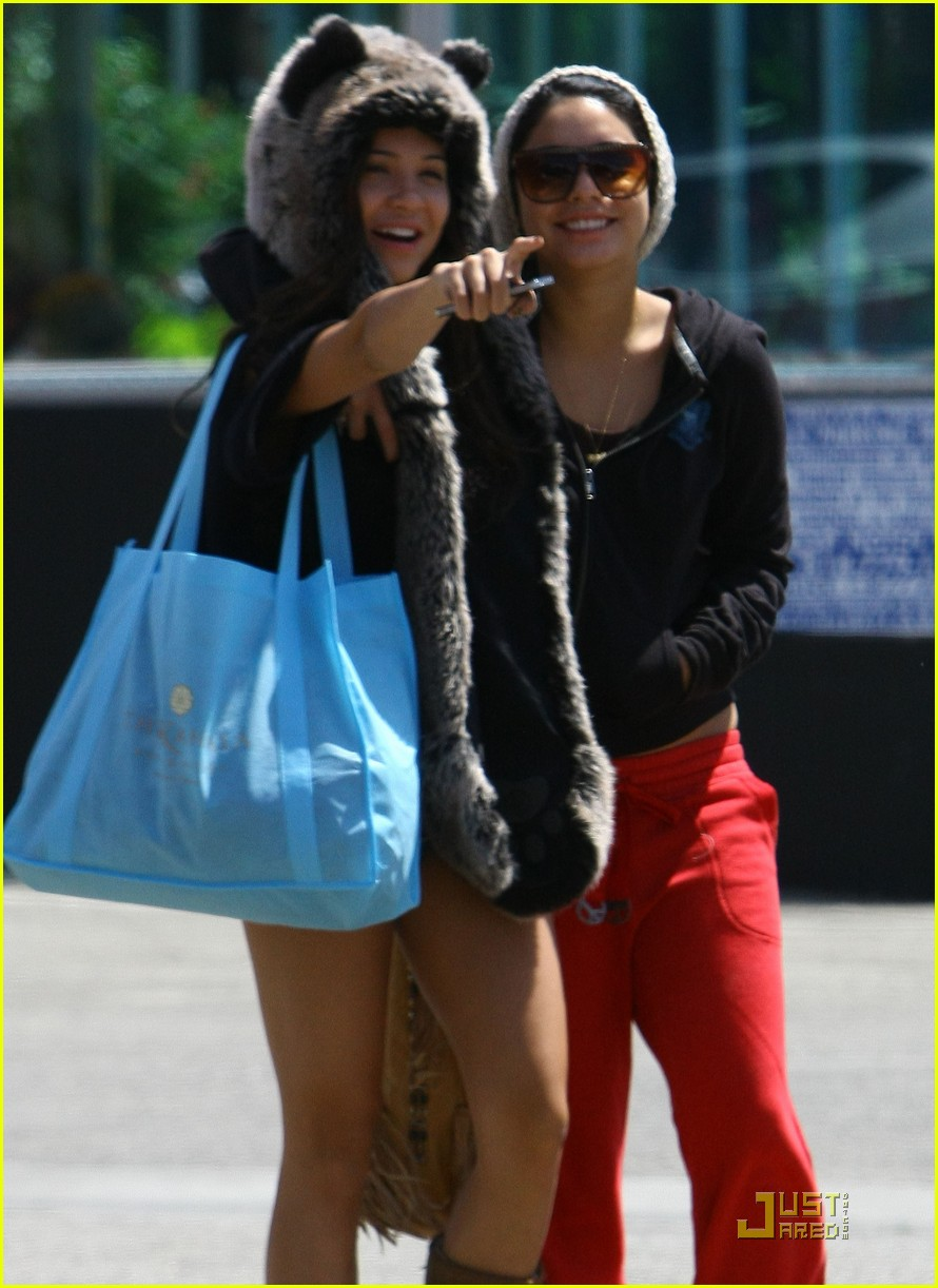 vanessa hudgens jinkys cafe with stella 142565521