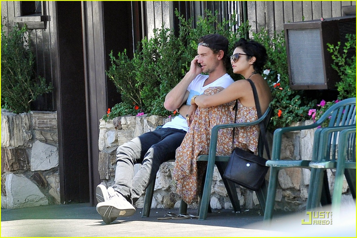 vanessa hudgens lunch with mystery man 032572194