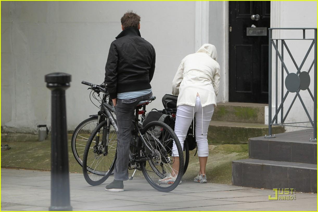 kate hudson biking london 032571285