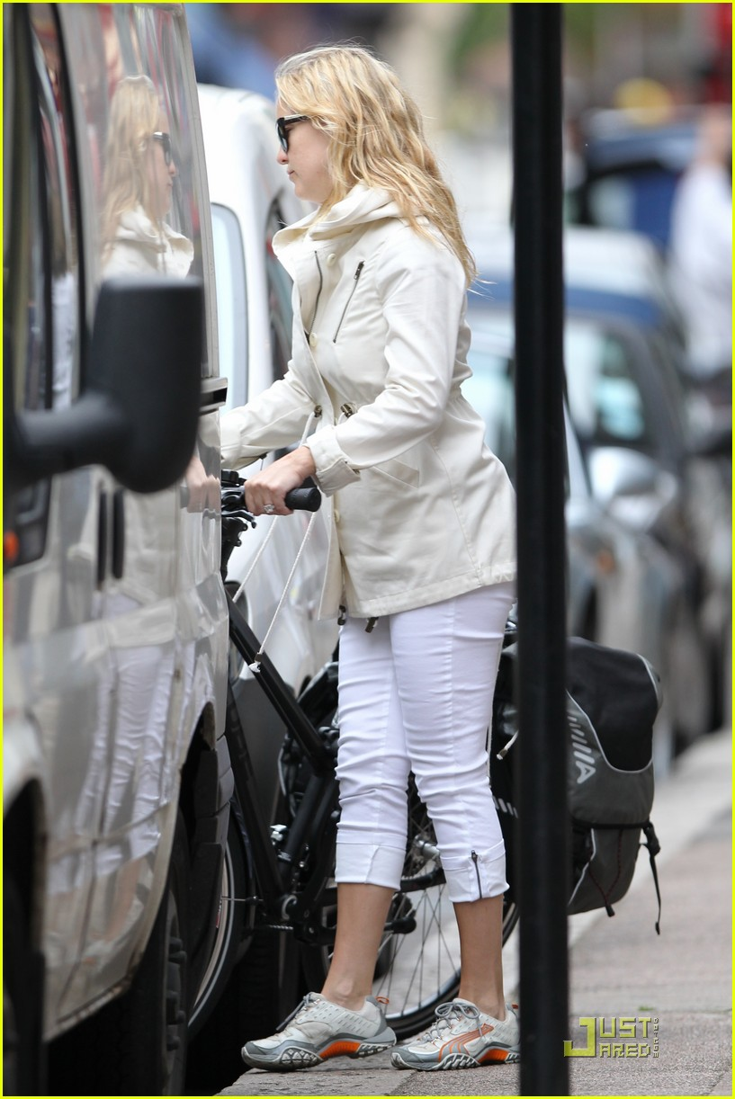 kate hudson biking london 102571292