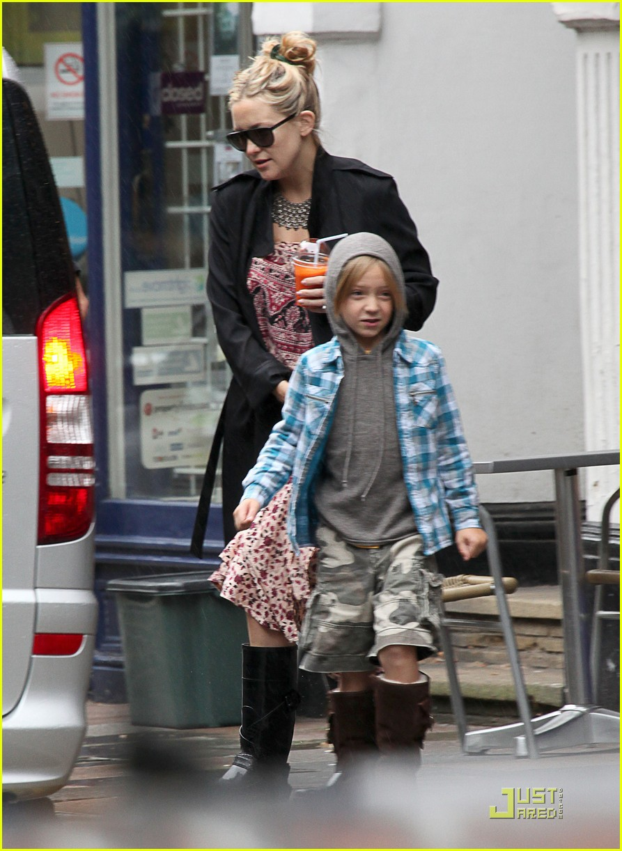 kate hudson london lunch with ryder 01