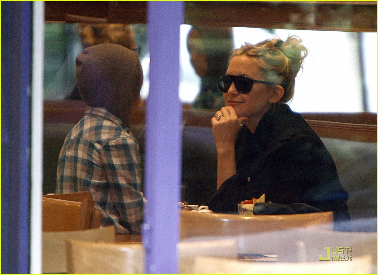kate hudson london lunch with ryder 03