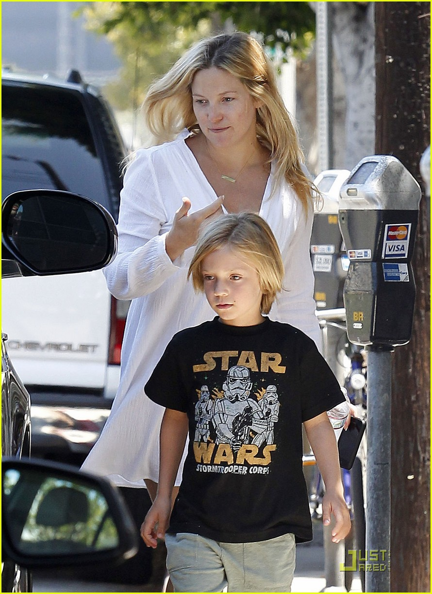 Photo of Kate Hudson & her Son  Ryder