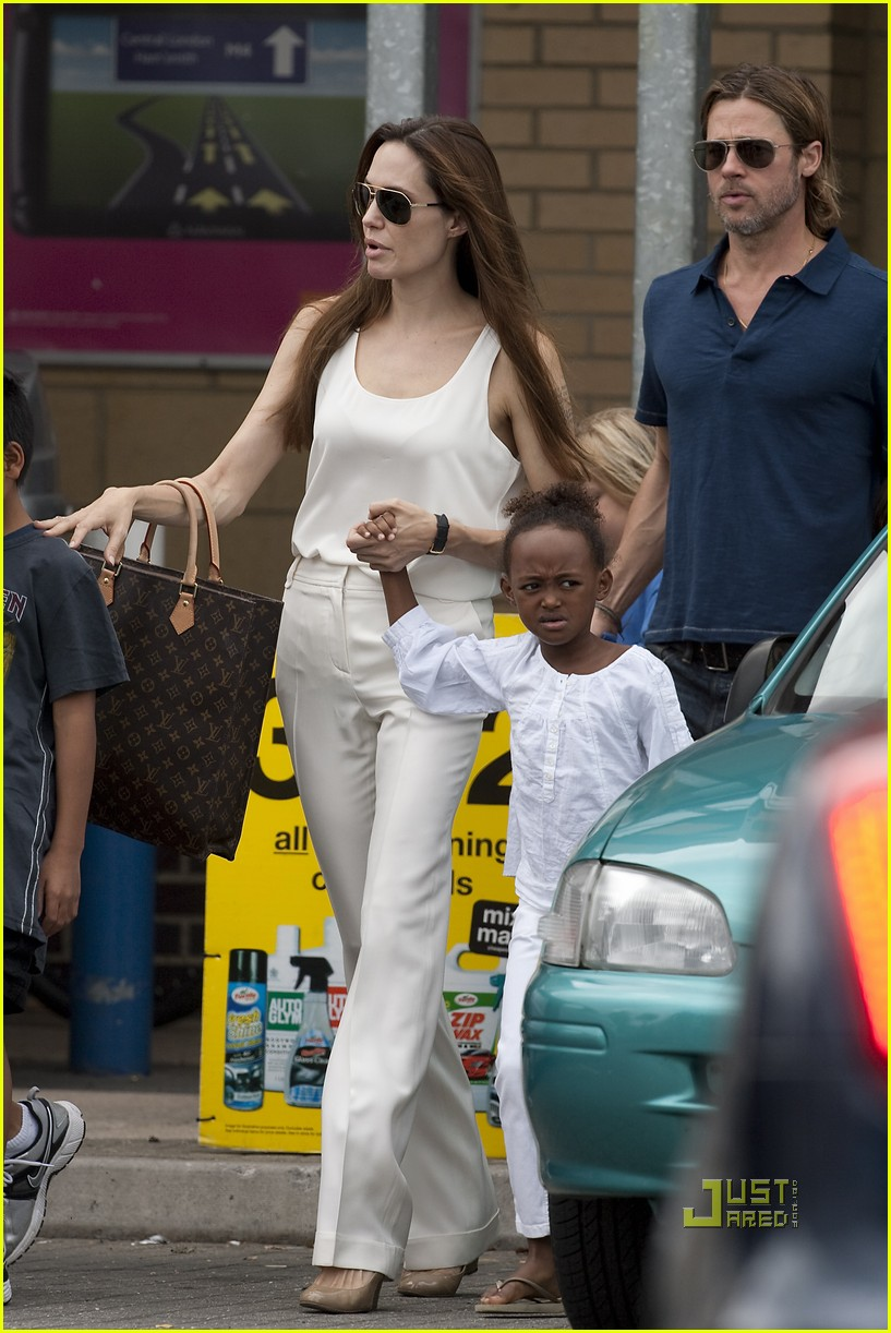 angelina jolie brad pitt kids bike shop 032569742