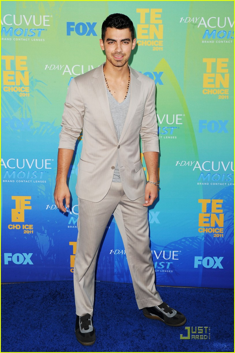 joe jonas tcas 2011 03