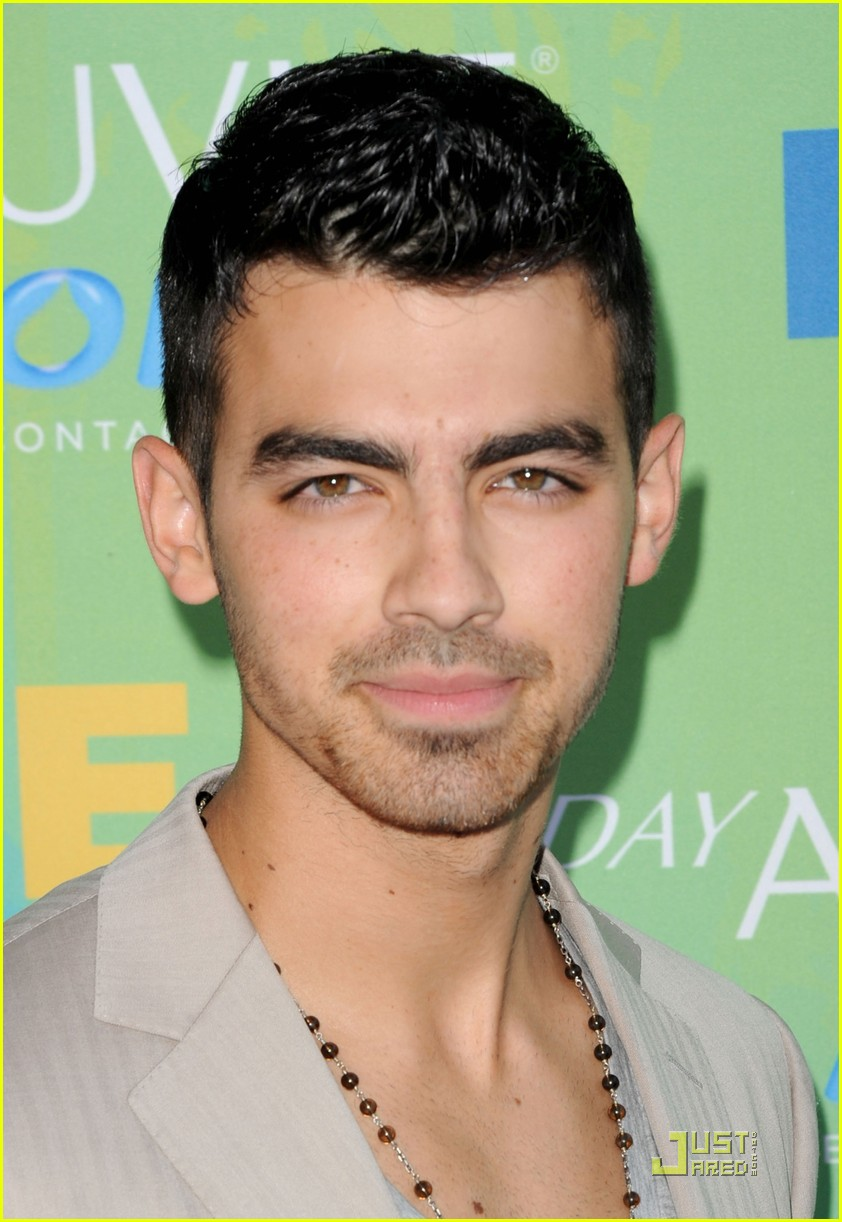 joe jonas tcas 2011 04