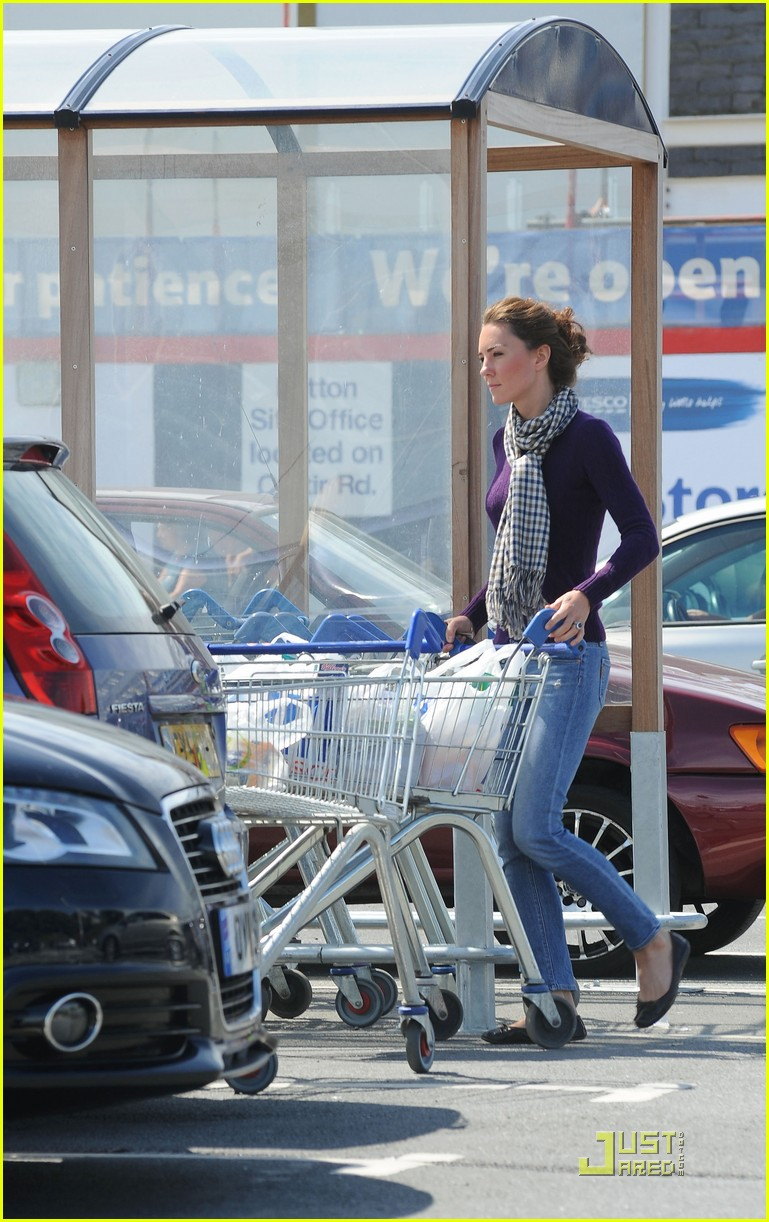 kate grocery shopping sans prince william 022566308