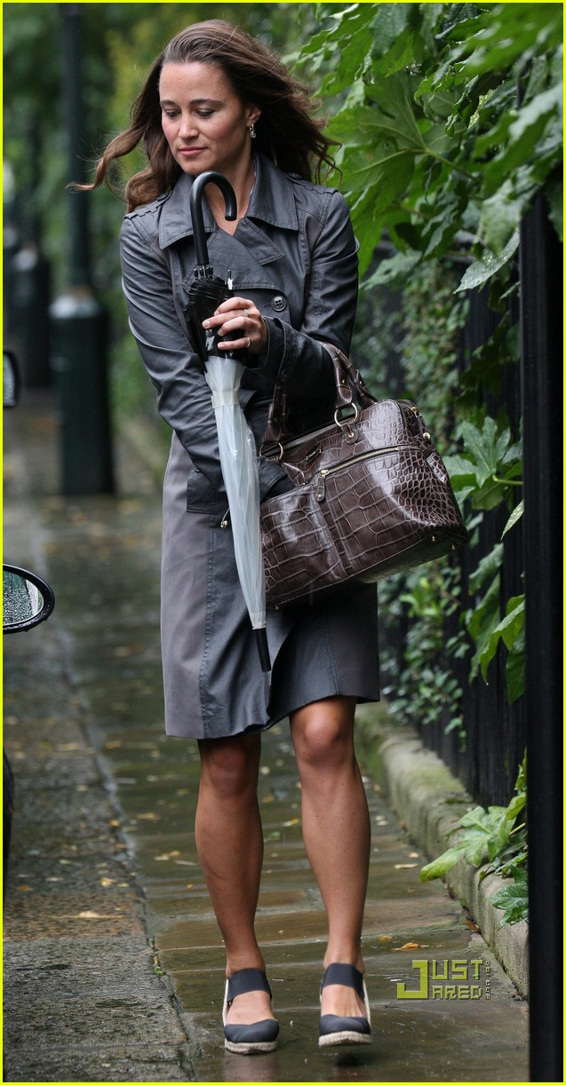 pippa middleton duchess kate walk beach 102572688