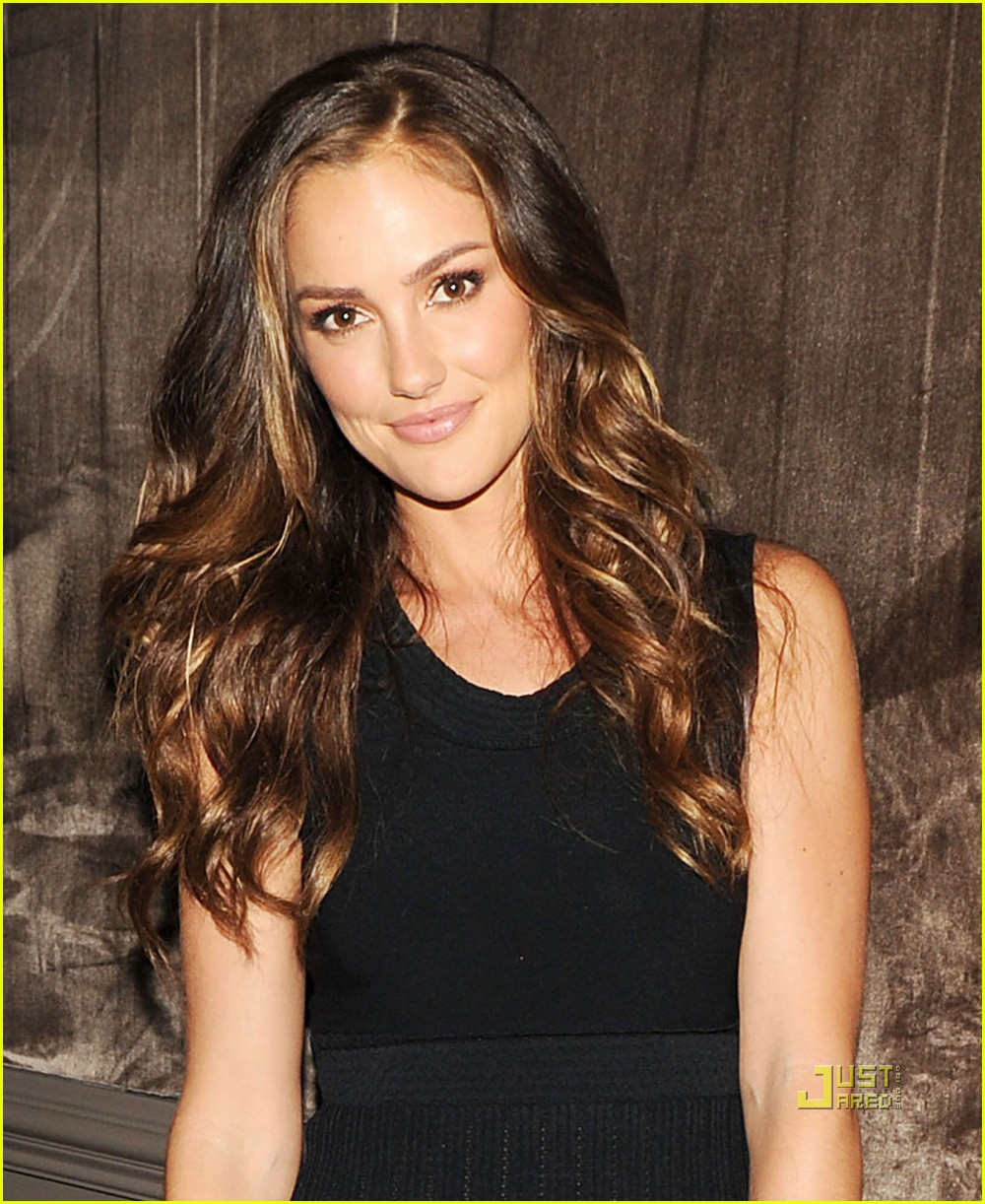 minka kelly ferragamo 05