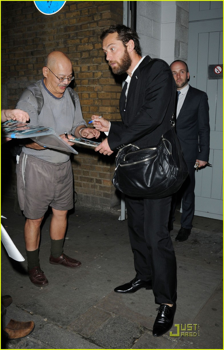 jude law autographs london 052569974