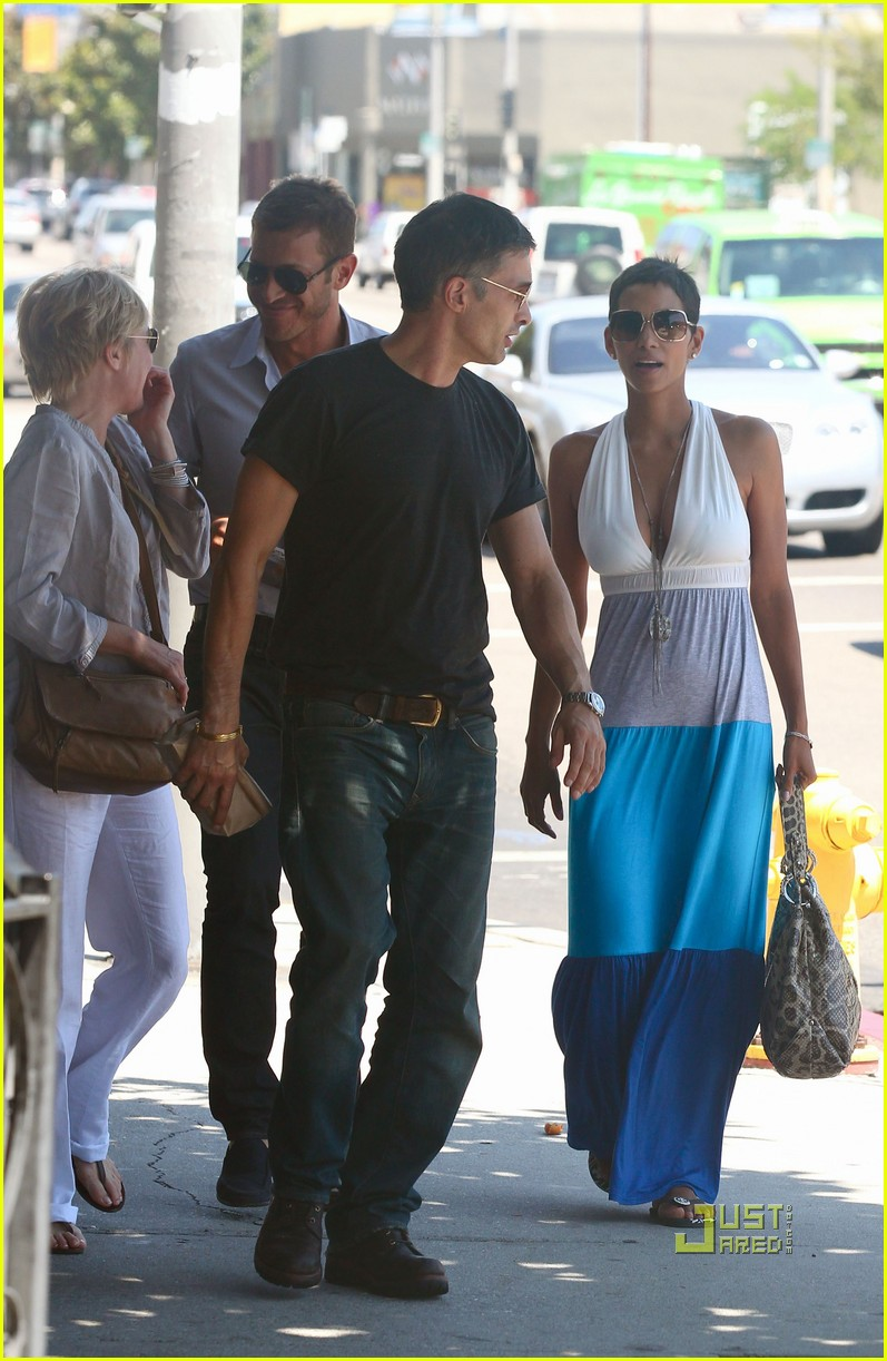 halle berry olivier martinez lunch date friends 012566025