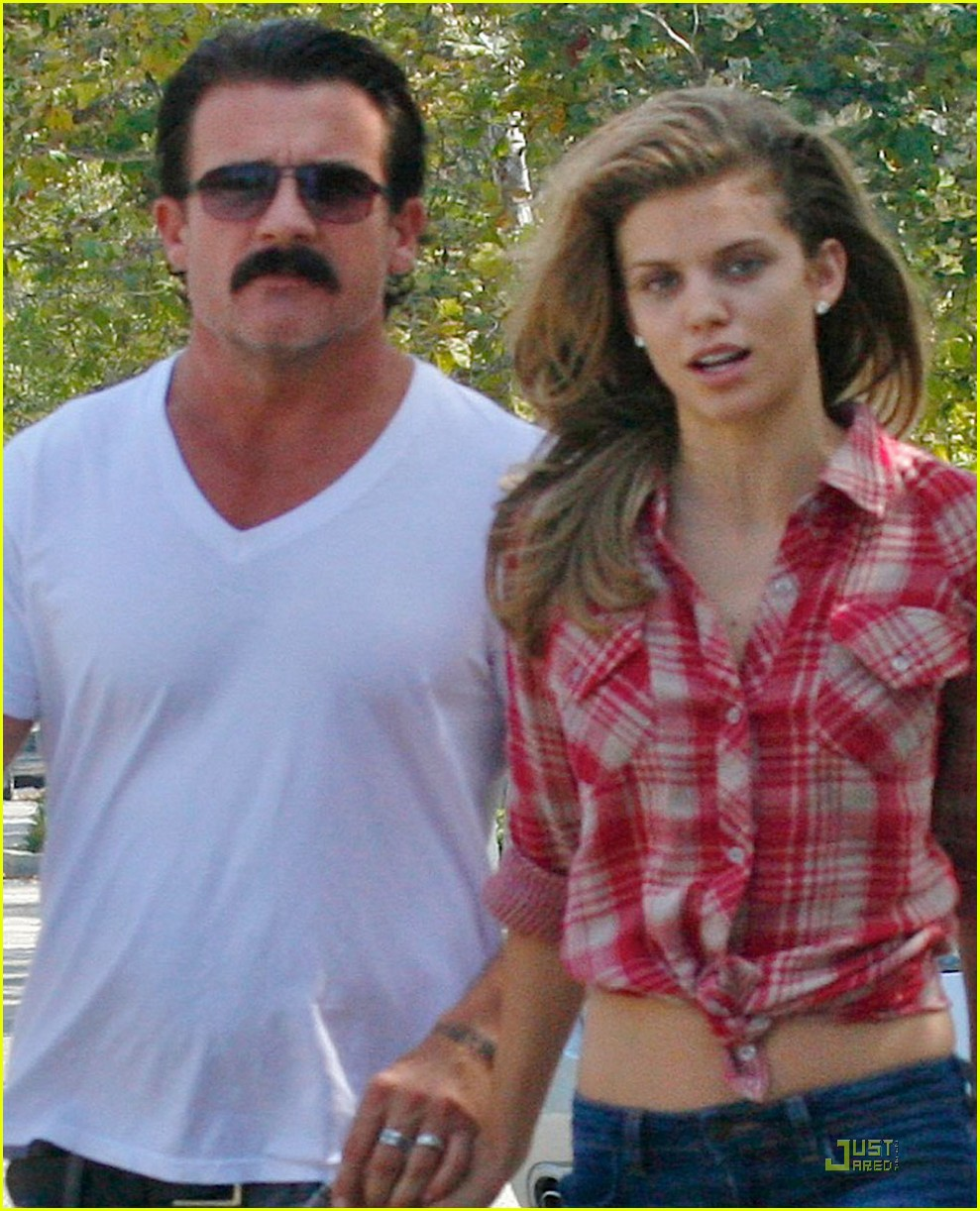 annalynne mccord dominic purcell holding hands in venice 052571700