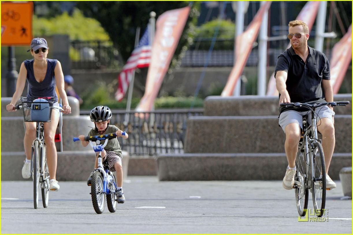 bridget moynahan bike riding with mcg and john 032572214