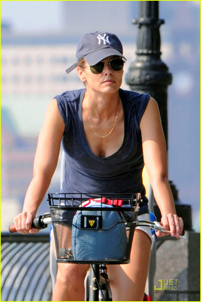 bridget moynahan bike riding with mcg and john 072572218