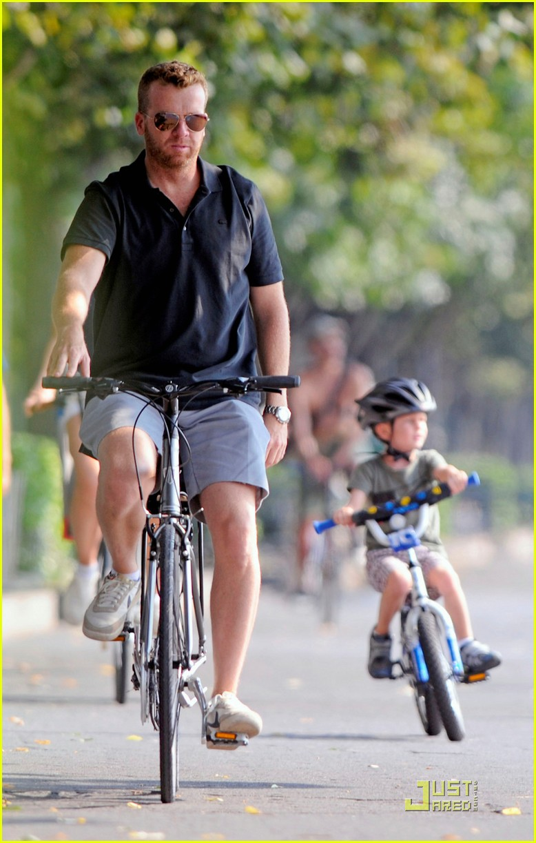 bridget moynahan bike riding with mcg and john 082572219