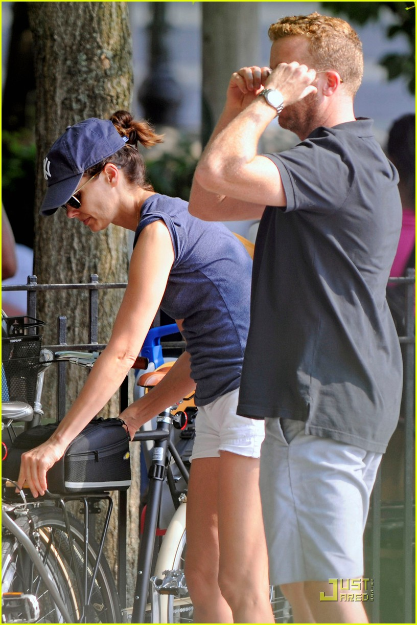 bridget moynahan bike riding with mcg and john 102572221