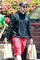 robert pattinson grocery shopping friend 03