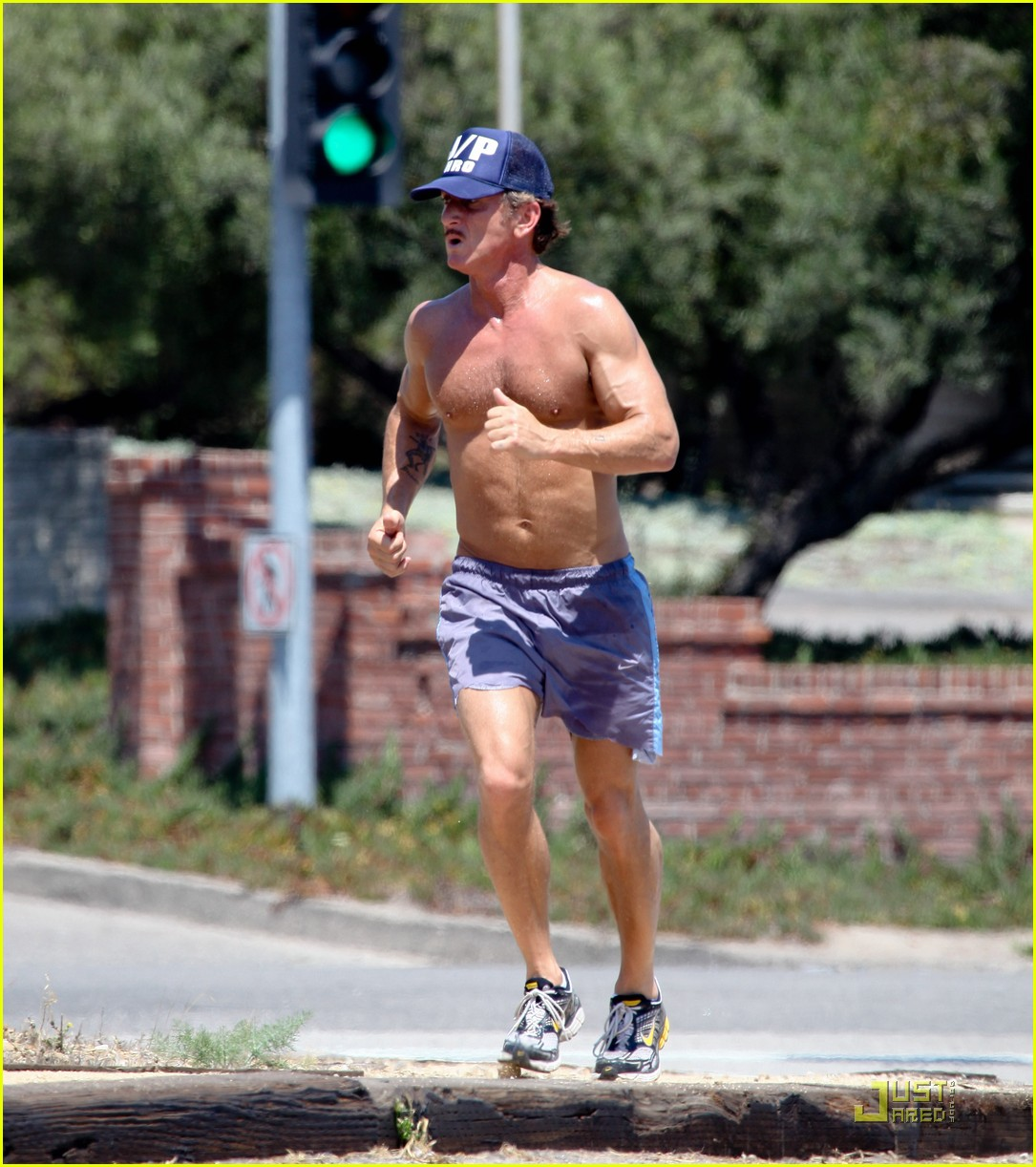 sean penn shirtless jogging with shannon costello 17