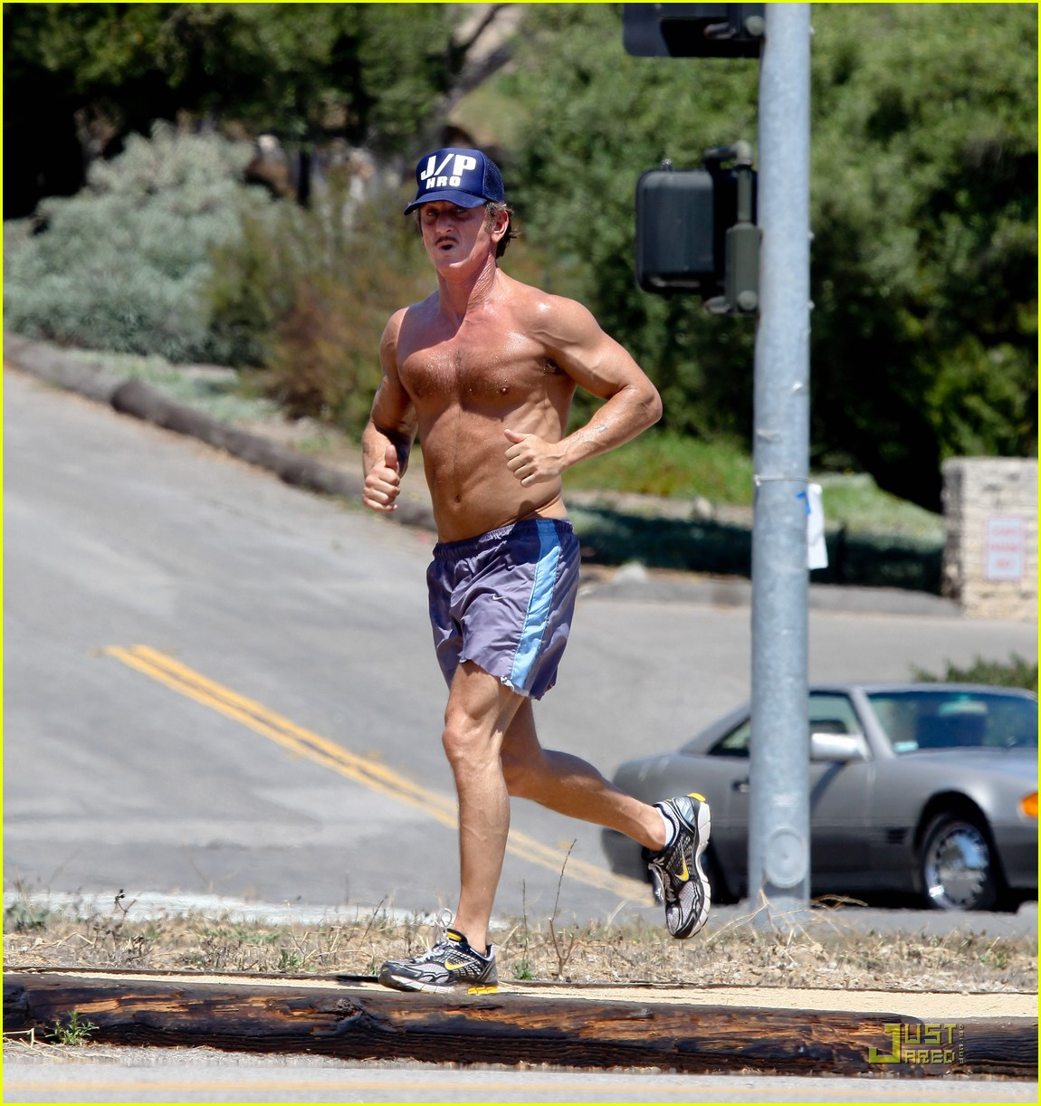 sean penn shirtless jogging with shannon costello 192574296