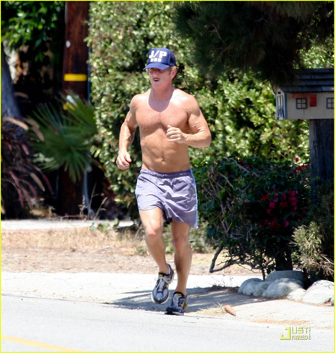 sean penn shirtless jogging with shannon costello 24