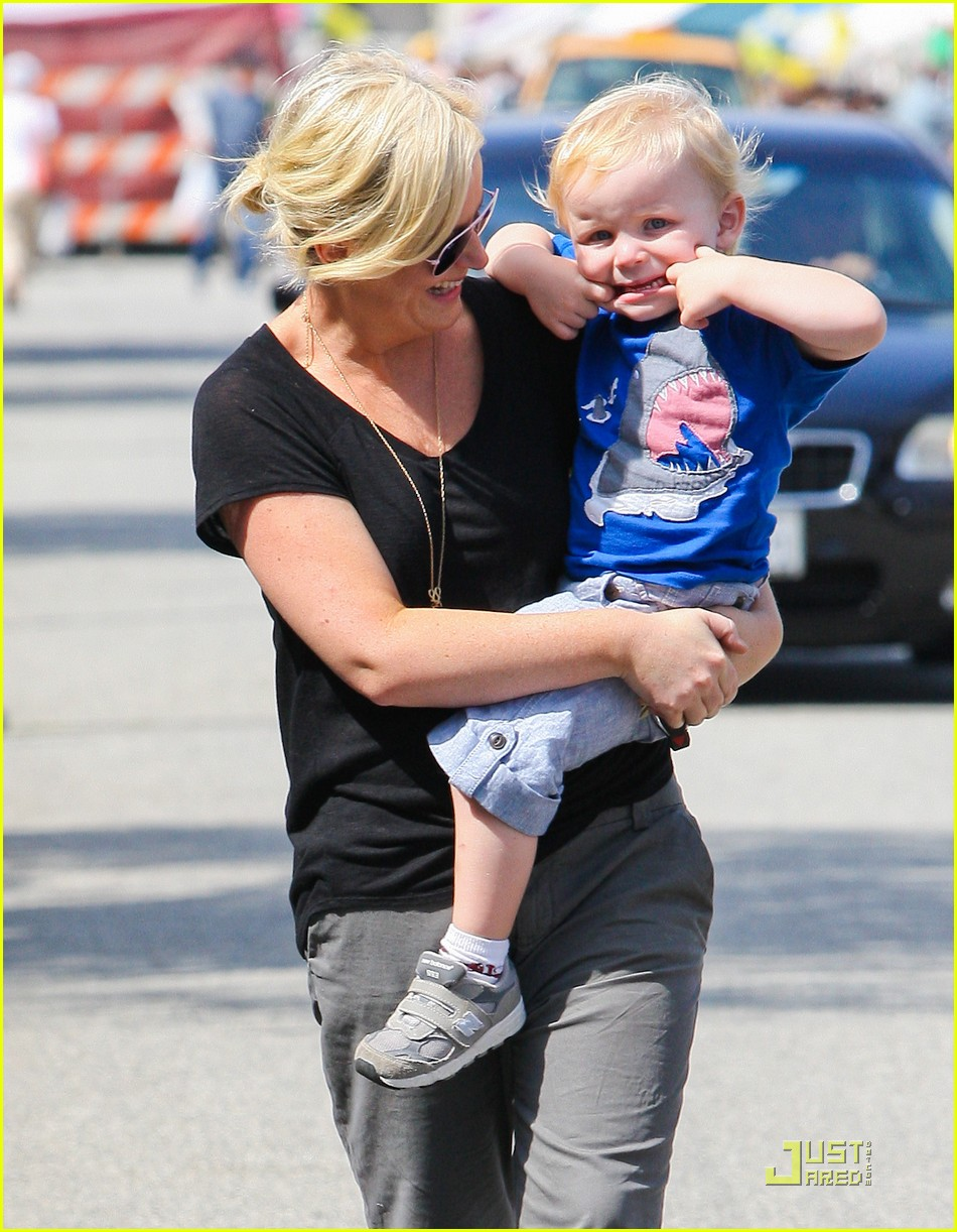 amy poehler funny faces son 01