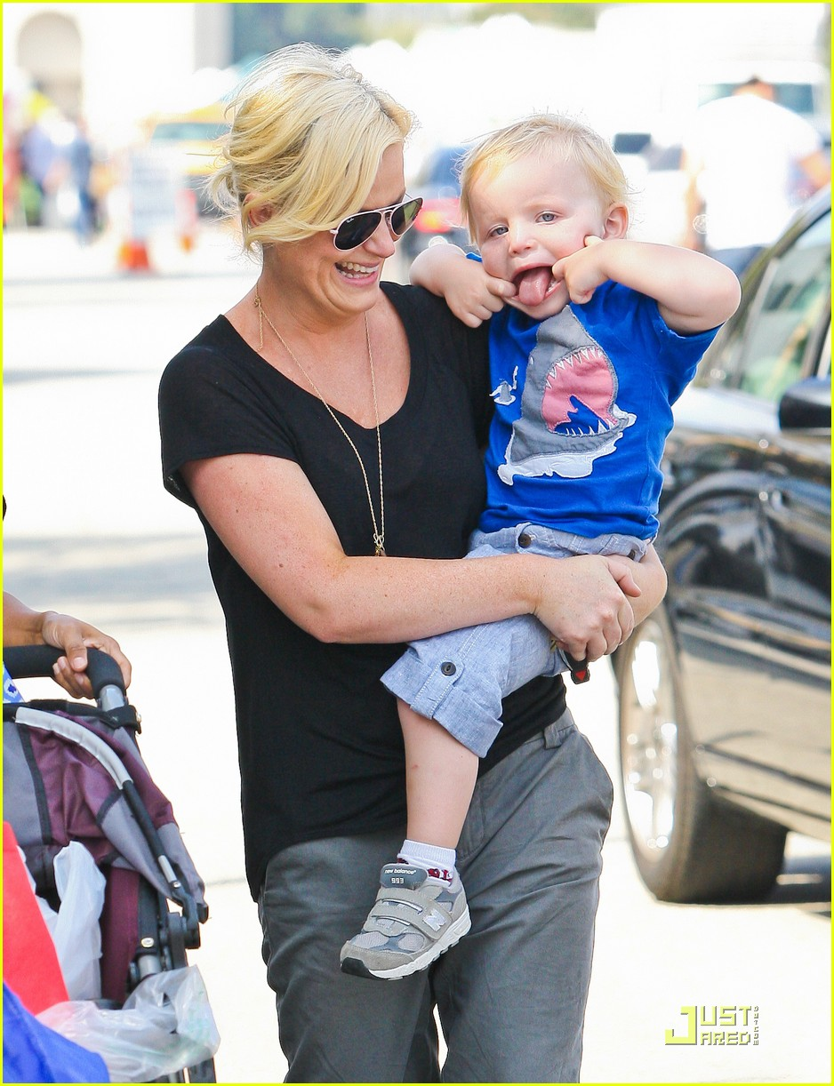 amy poehler funny faces son 072572305