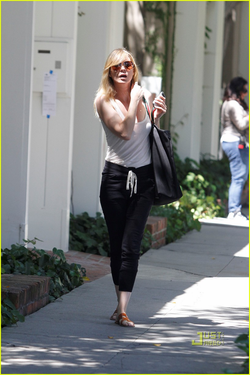 ellen pompeo leaving salon 032566972
