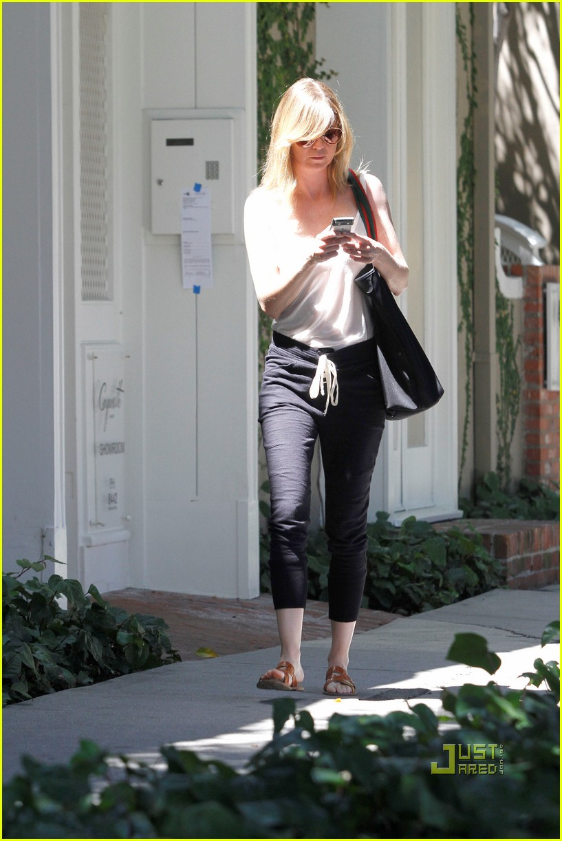 ellen pompeo leaving salon 062566975