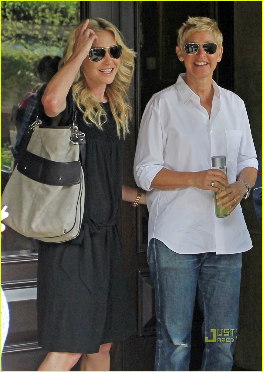 ellen degeneres starbucks stop with portia photo 2569851 ellen degeneres portia de rossi. Black Bedroom Furniture Sets. Home Design Ideas