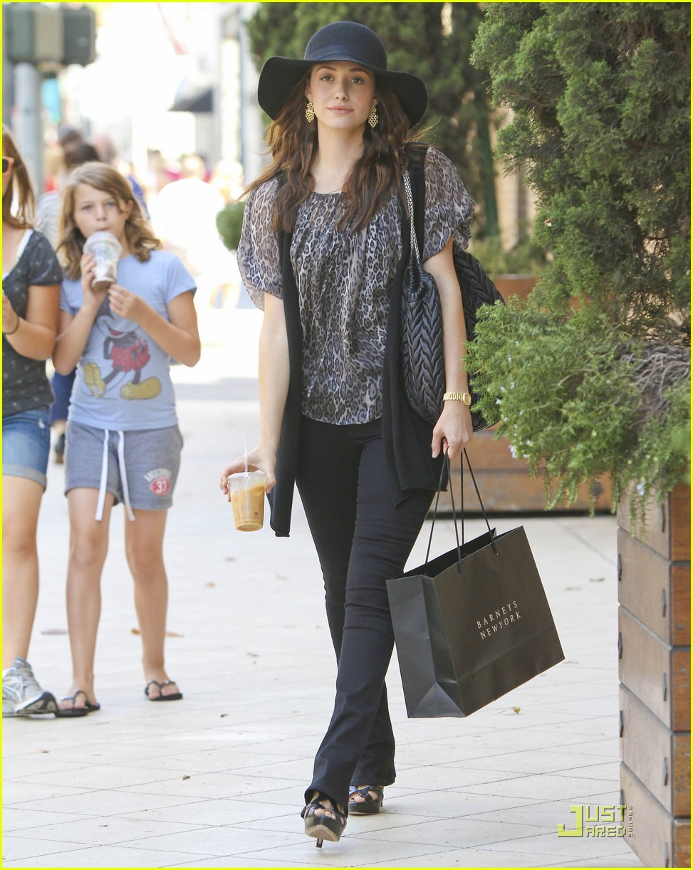 emmy rossum all smiles 032571126